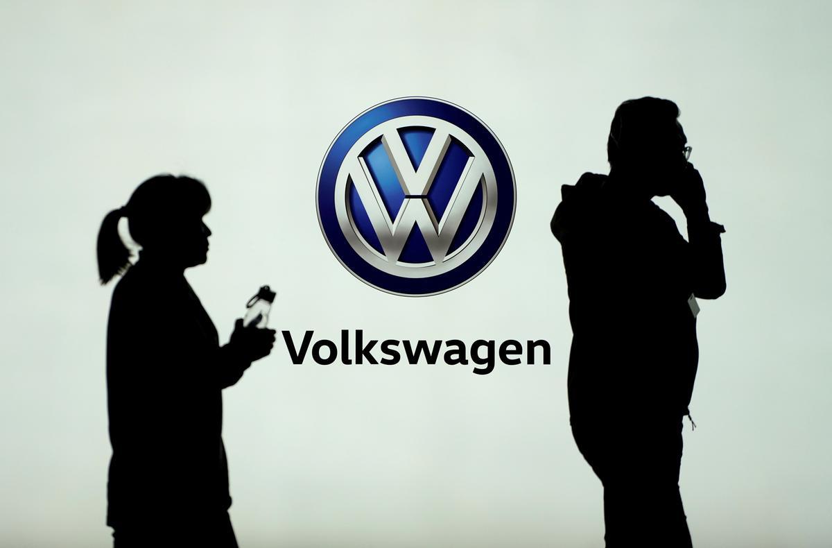 Volkswagen to make batteries in Germany, slim down