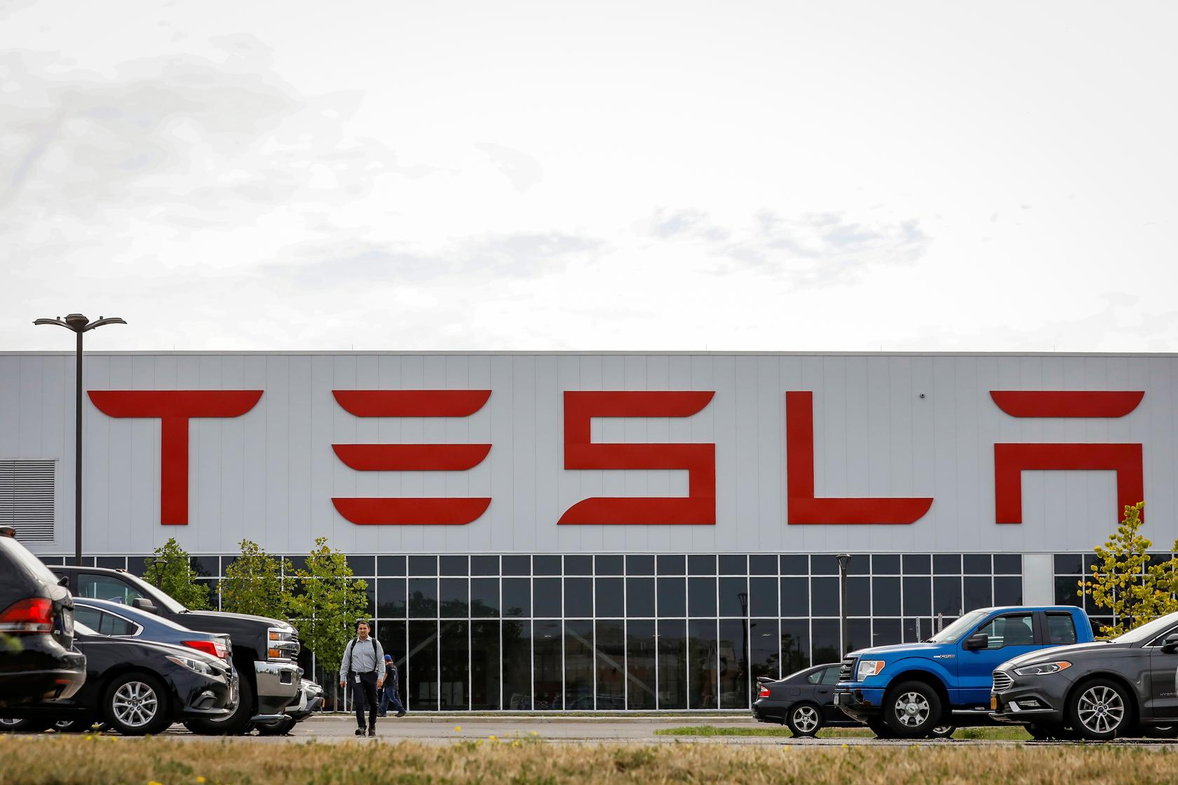 Tesla Gigafactory Jobs >> Tesla S New York Solar Factory Making Other Products In Bid