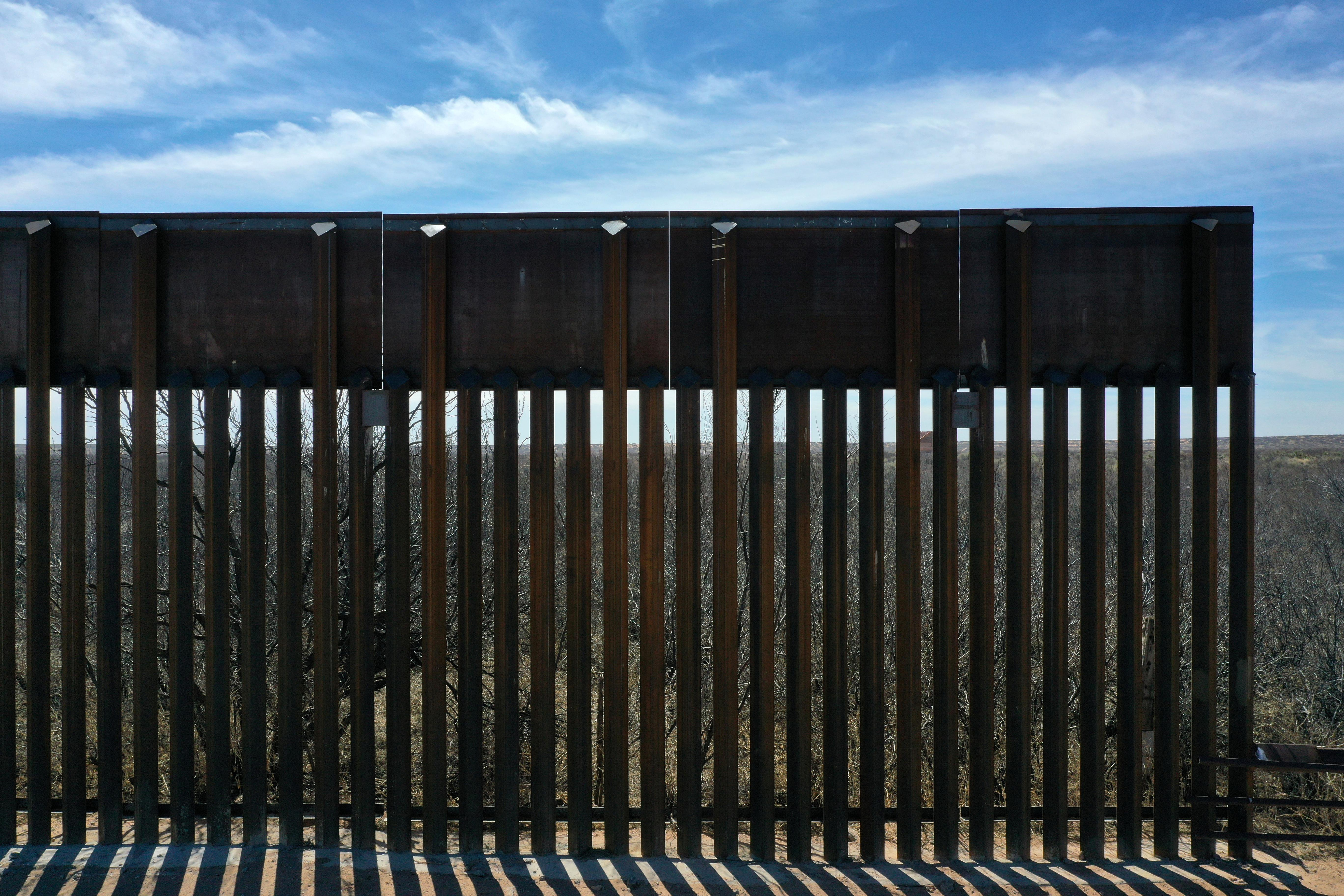 New bollard-style U.S.-Mexico border fencing is seen in Santa Teresa, New Mexico, U.S., March 5, 2019. Picture taken March 5, 2019. Lucy Nicholson - RC1FD8531B60