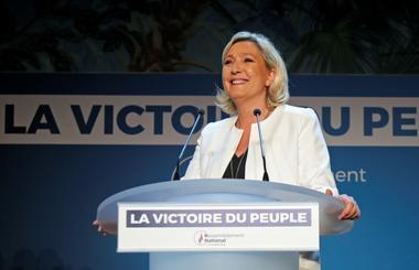 Marine Le Pen, líder de la ultraderechista Agrupación Nacional, habla...