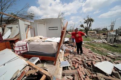 Tornadoes pulverize western Ohio