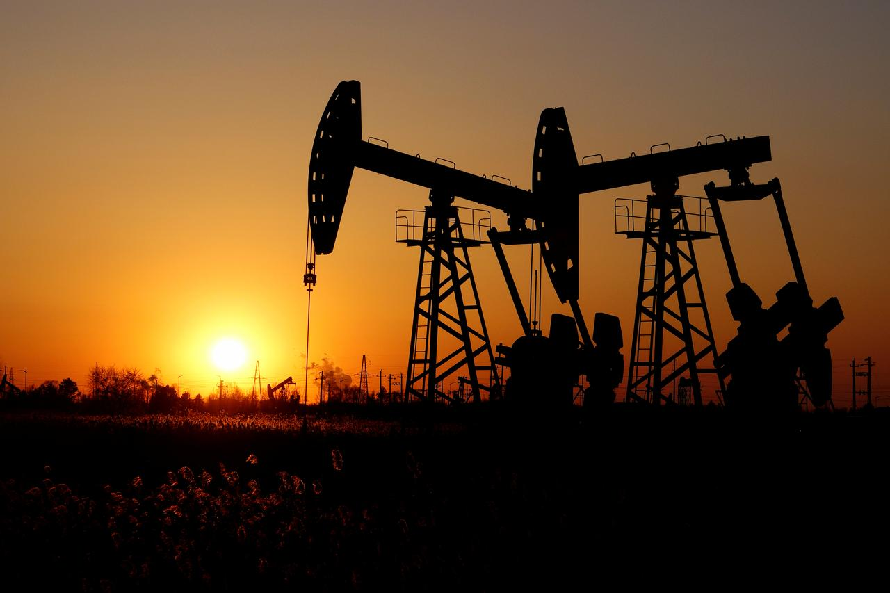 Oil falls over 3% on fresh trade worries, posts biggest monthly ...