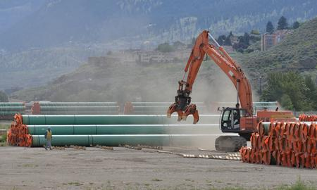 Canada set to approve hotly-debated pipeline expansion, Trudeau unlikely to benefit