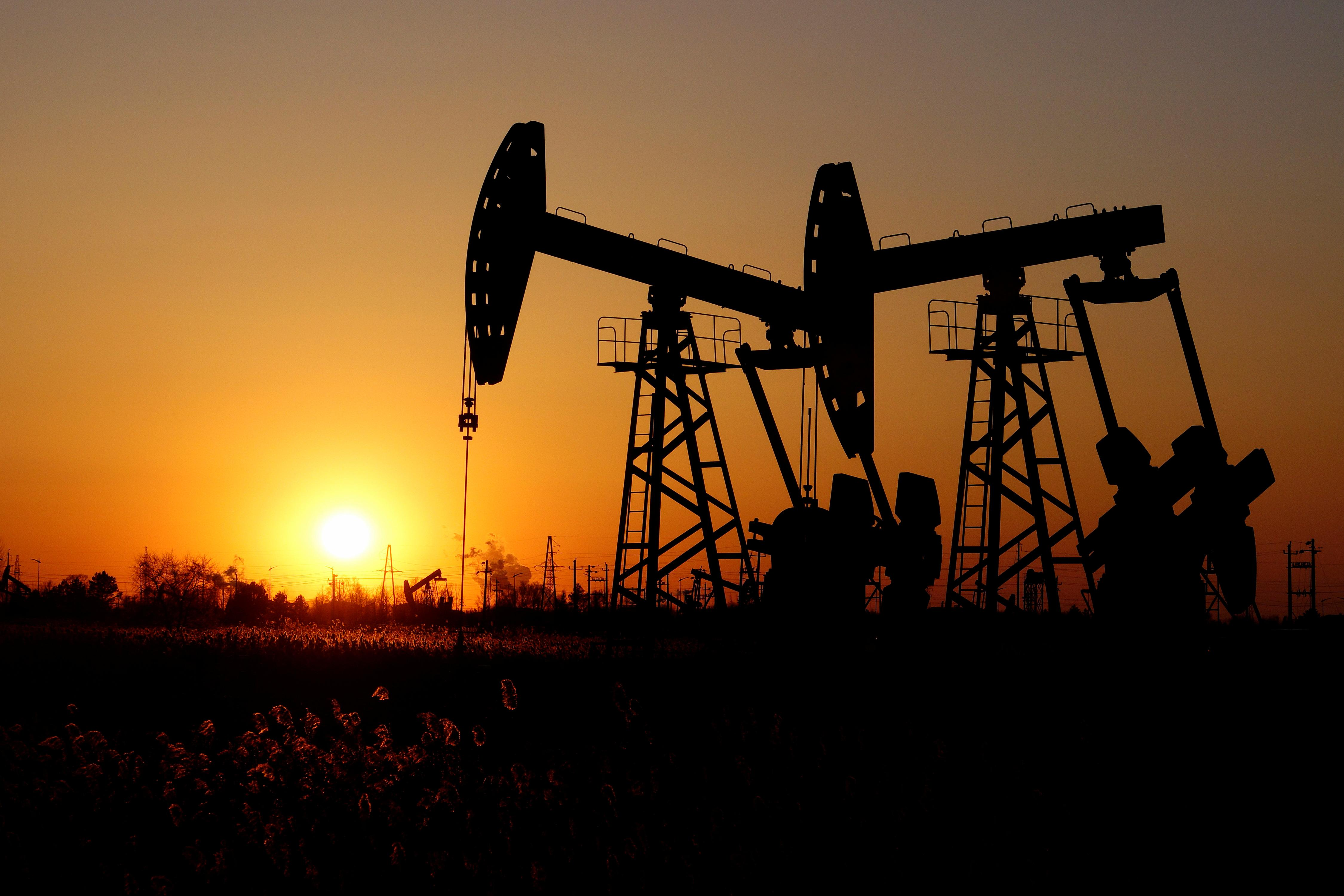 Oil declines as inventory data counters hopes for trade deal
