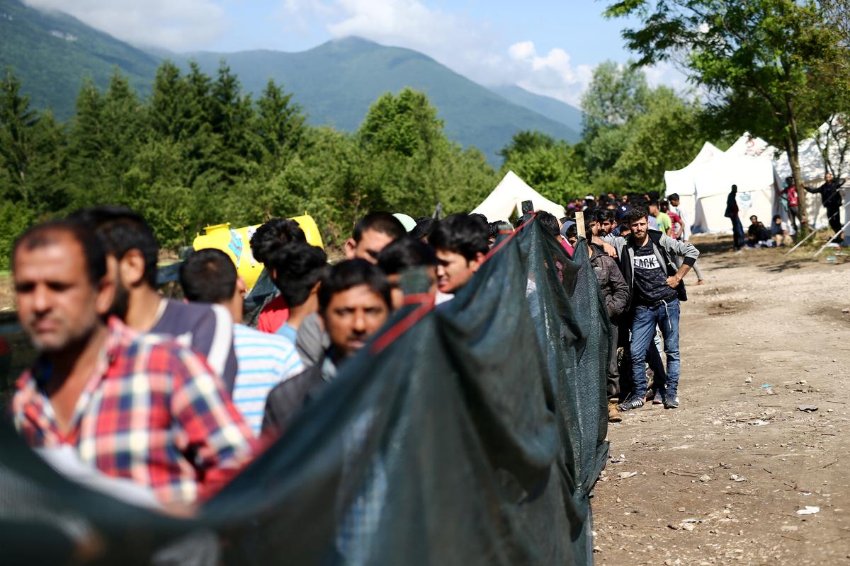 Migrants moved from Bosnian town to camp at former garbage dump