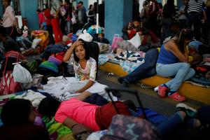 Venezuelan migrants cross into Peru as border tightens