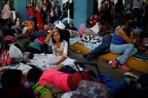 Venezuelan migrants cross into Peru as border tightens