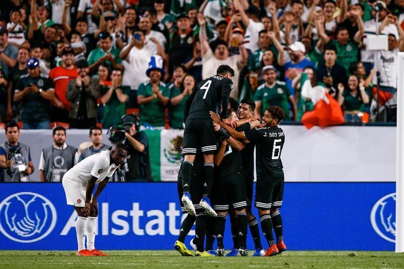 Guardado fires Mexico into quarter-finals with 3-1 win over Canada
