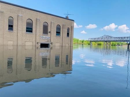 Armada of barges cleared for Mississippi River shipments after floods