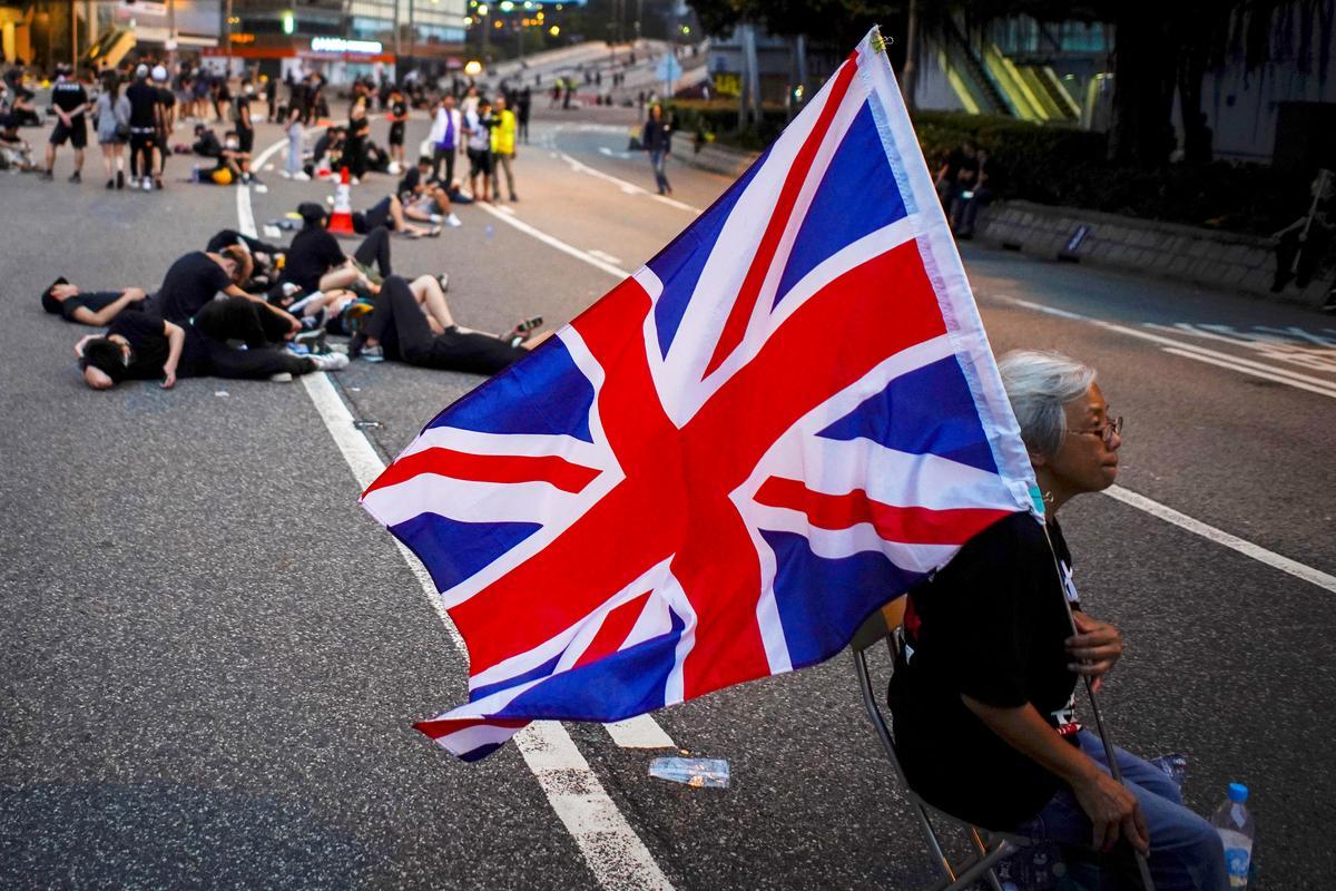 Flag-waving Grandma Wong gives Hong Kong protesters lesson in endurance