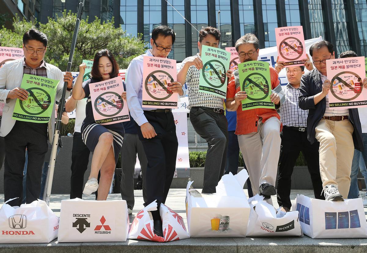 Pulpen hingga Uniqlo Terimbas Kemarahan Warga Korsel terhadap Jepang