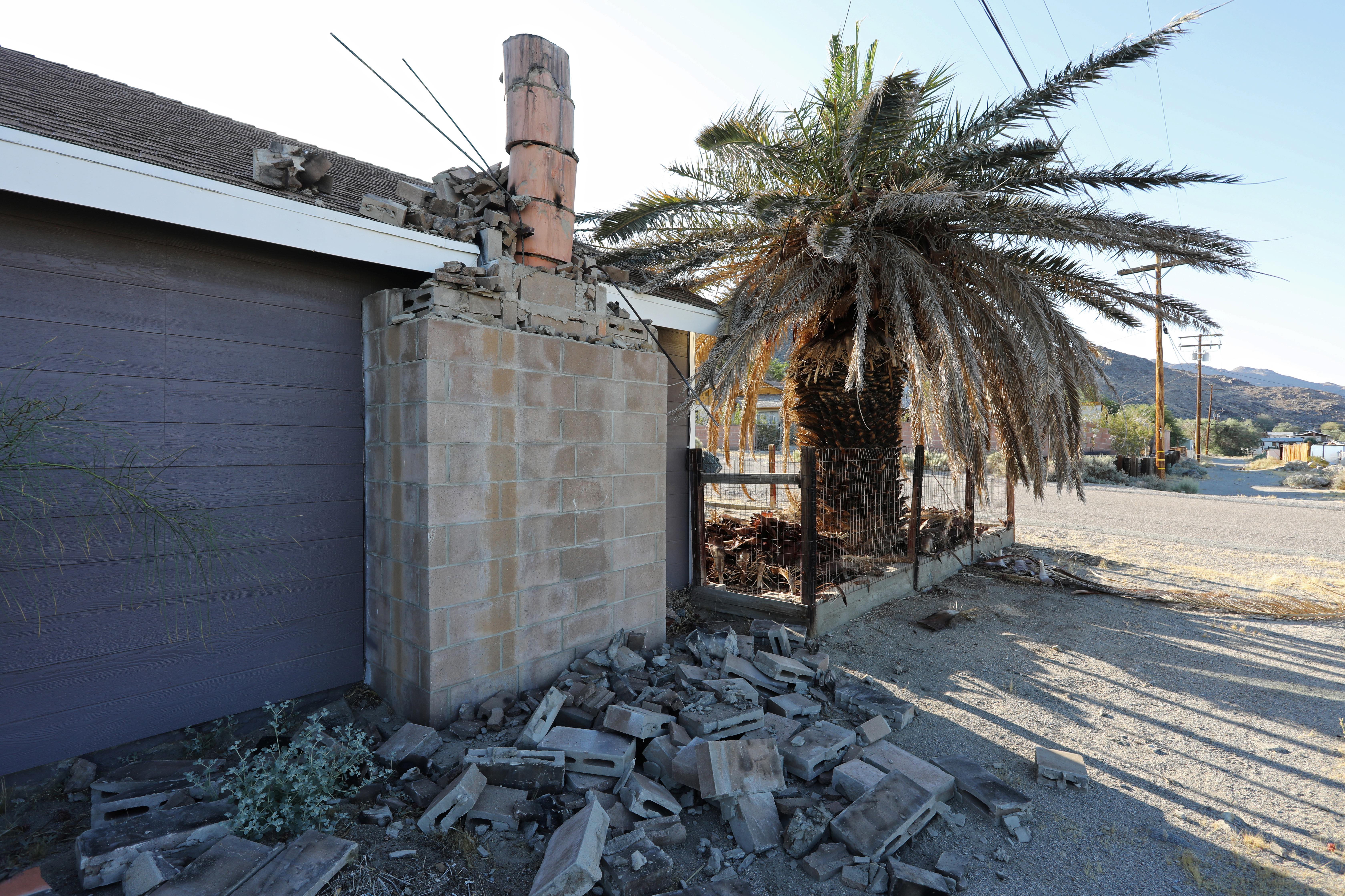 Une forte réplique saccade dans la même région désertique de Californie jour après le séisme majeur