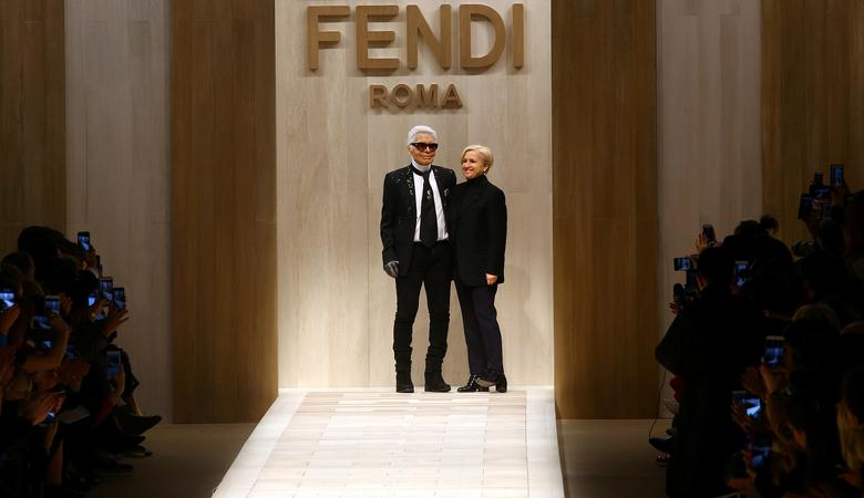 Amid Ancient Roman Ruins Fendi Remembers Designer Lagerfeld Reuters Com