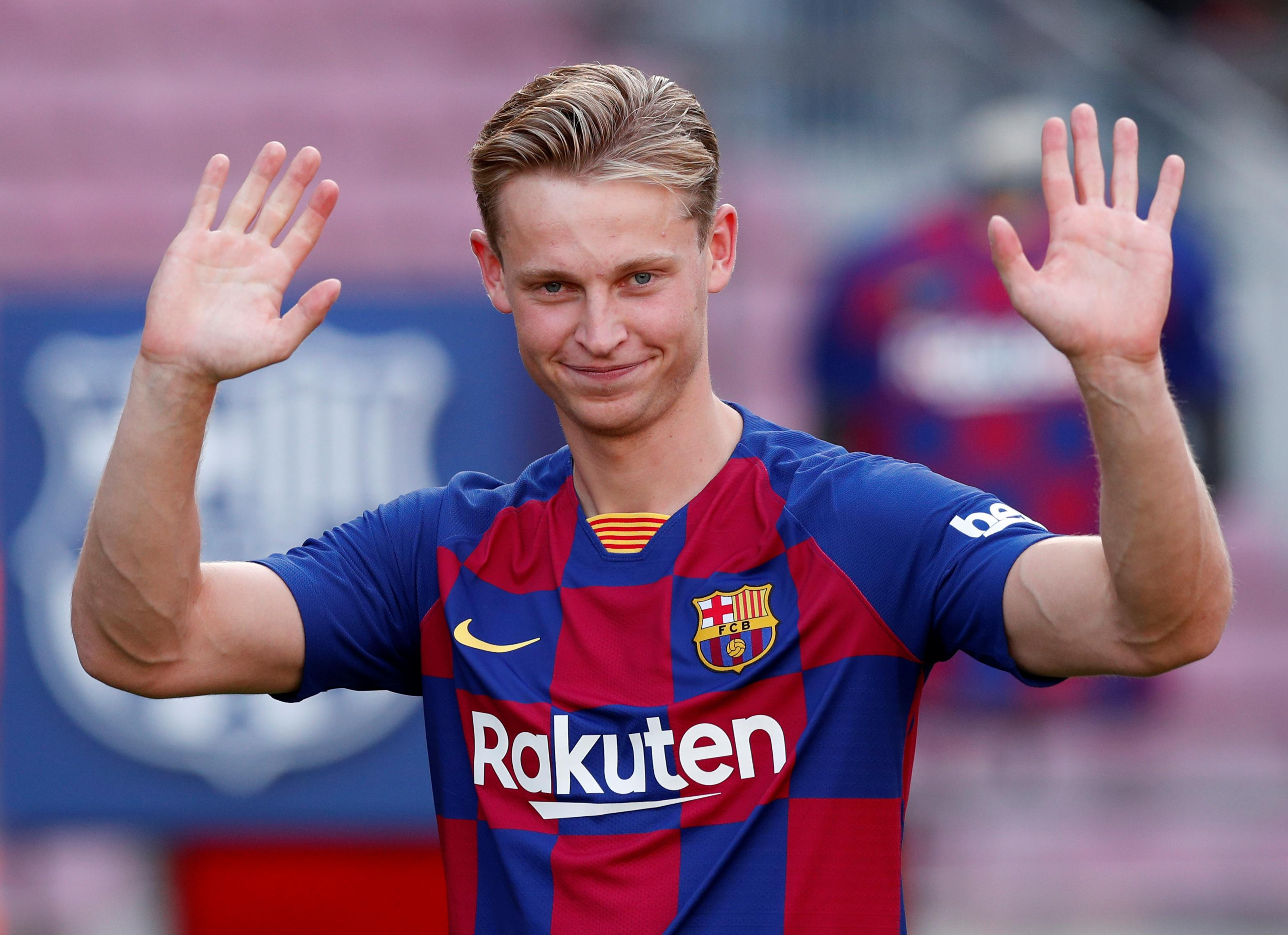 Twenty thousand Barca fans turn out to greet new signing De Jong