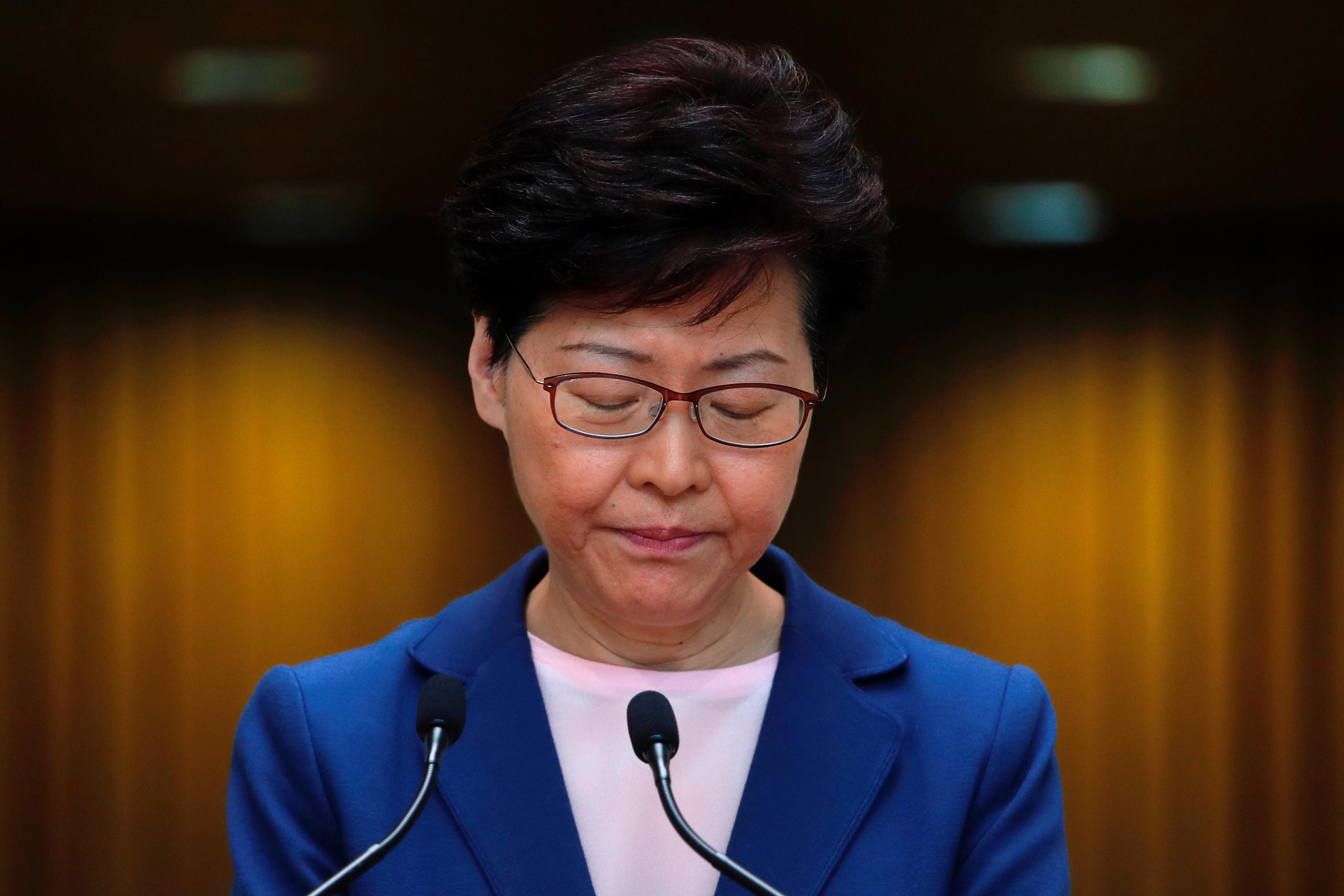 Un dirigeant de Hong Kong a déclaré que le projet de loi sur l'extradition était mort mais que les critiques n'étaient pas convaincues