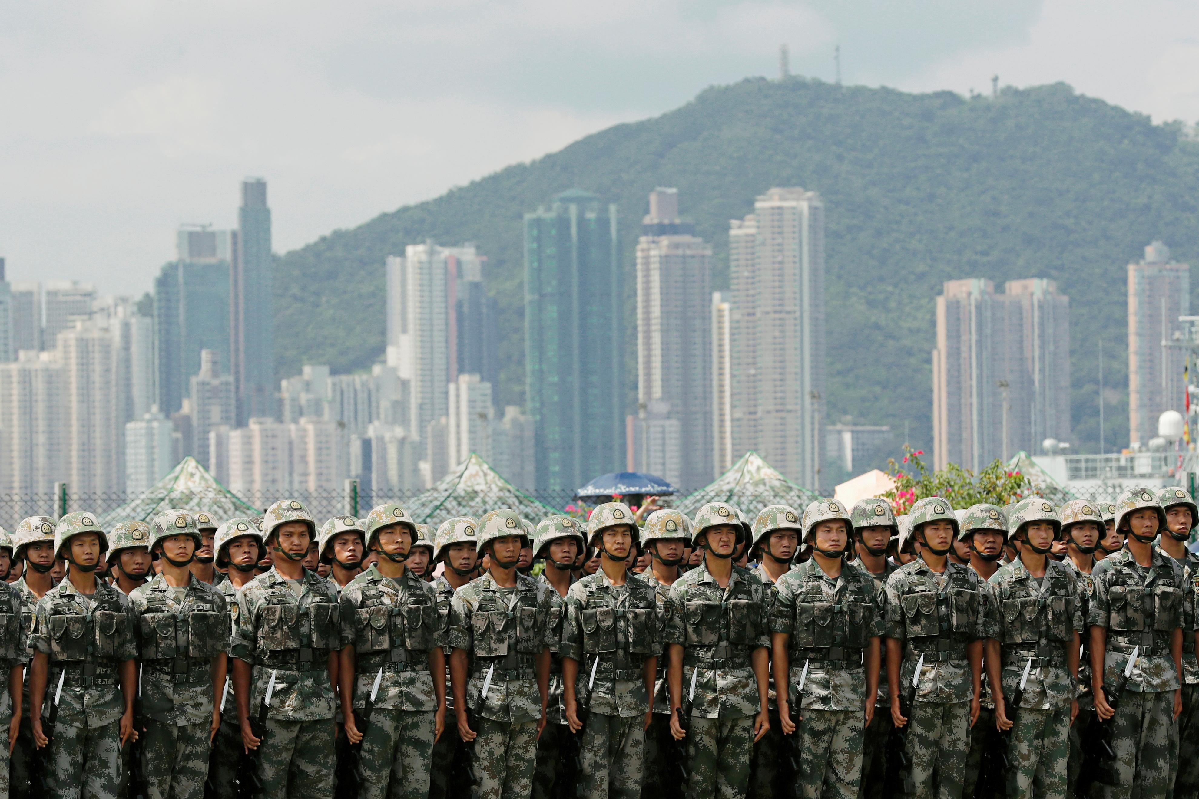 Exclusif: l'APL de la Chine signale qu'elle maintiendra les troupes basées à Hong Kong dans des casernes
