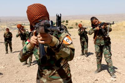 Kurdish women join the Peshmerga forces