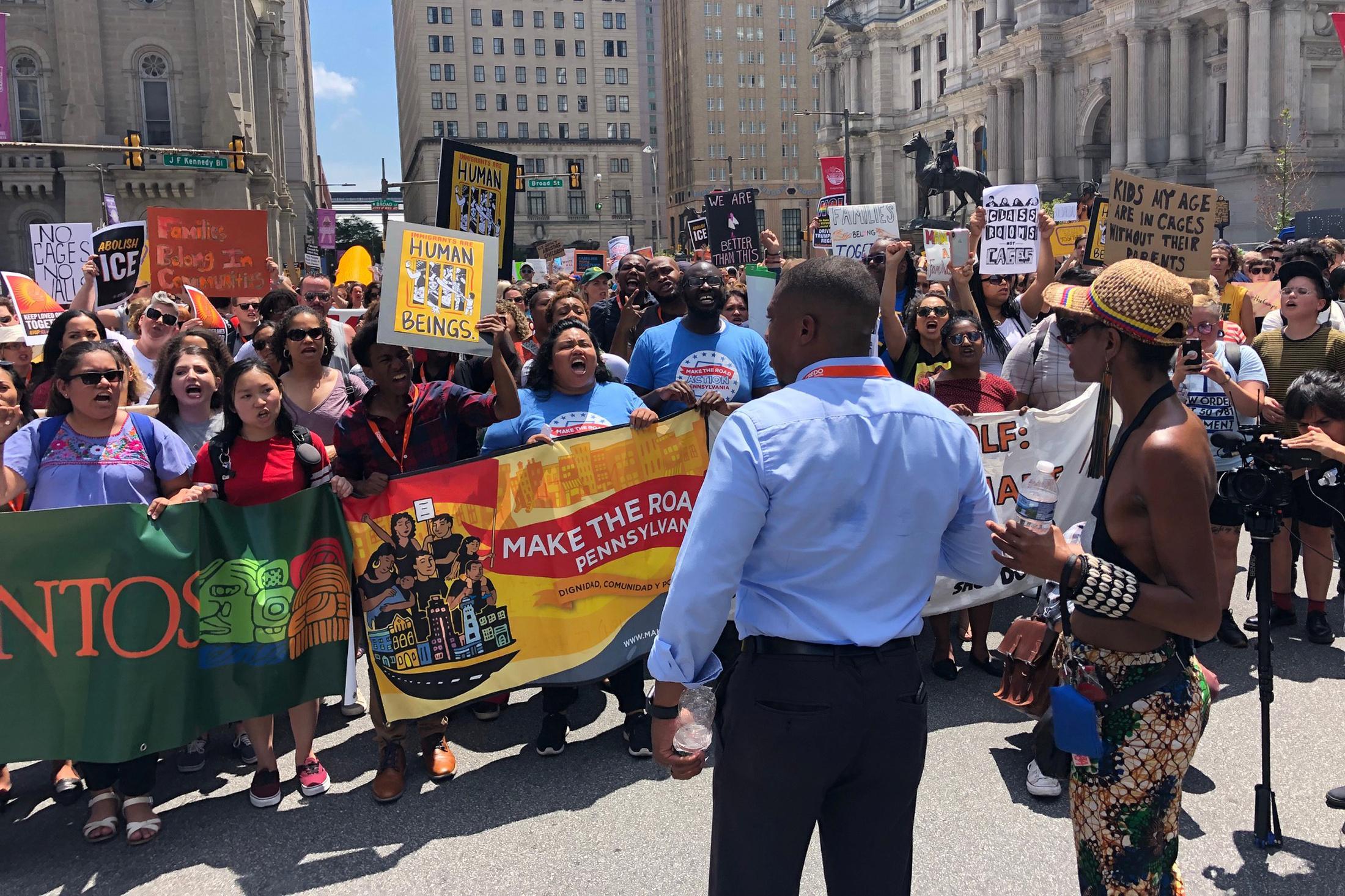 La répression contre les familles immigrées va commencer dimanche, dit Trump