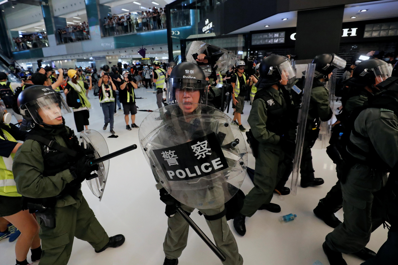 """Un dirigeant de Hong Kong a déclaré que les manifestants lors des derniers affrontements peuvent être qualifiés de """"émeutiers"""""""