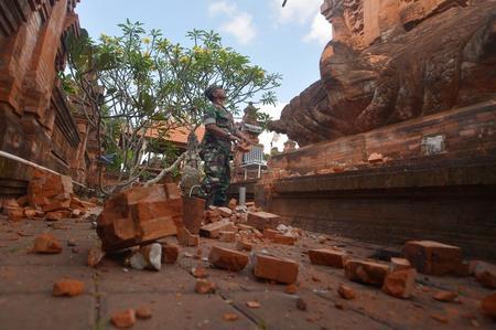 Undersea quake south of Indonesia's Bali causes brief panic