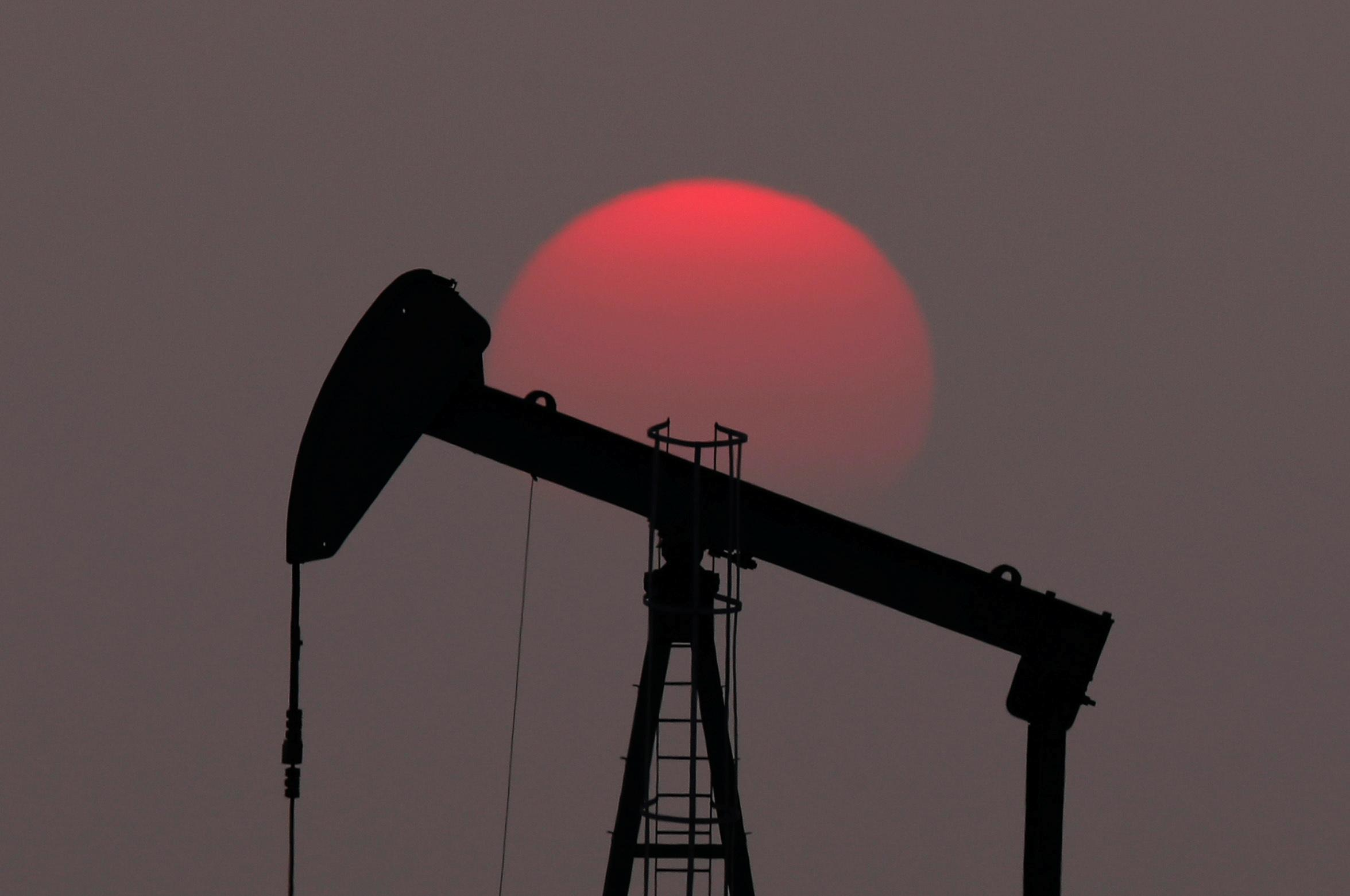 Oil falls about 2.5% as U.S. Gulf production returns