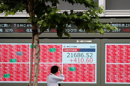 Asian stocks wobble, bond yields fall on earnings woes, trade worries