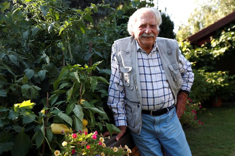 Hungary's favorite gardener still digging up new tips as he turns 100