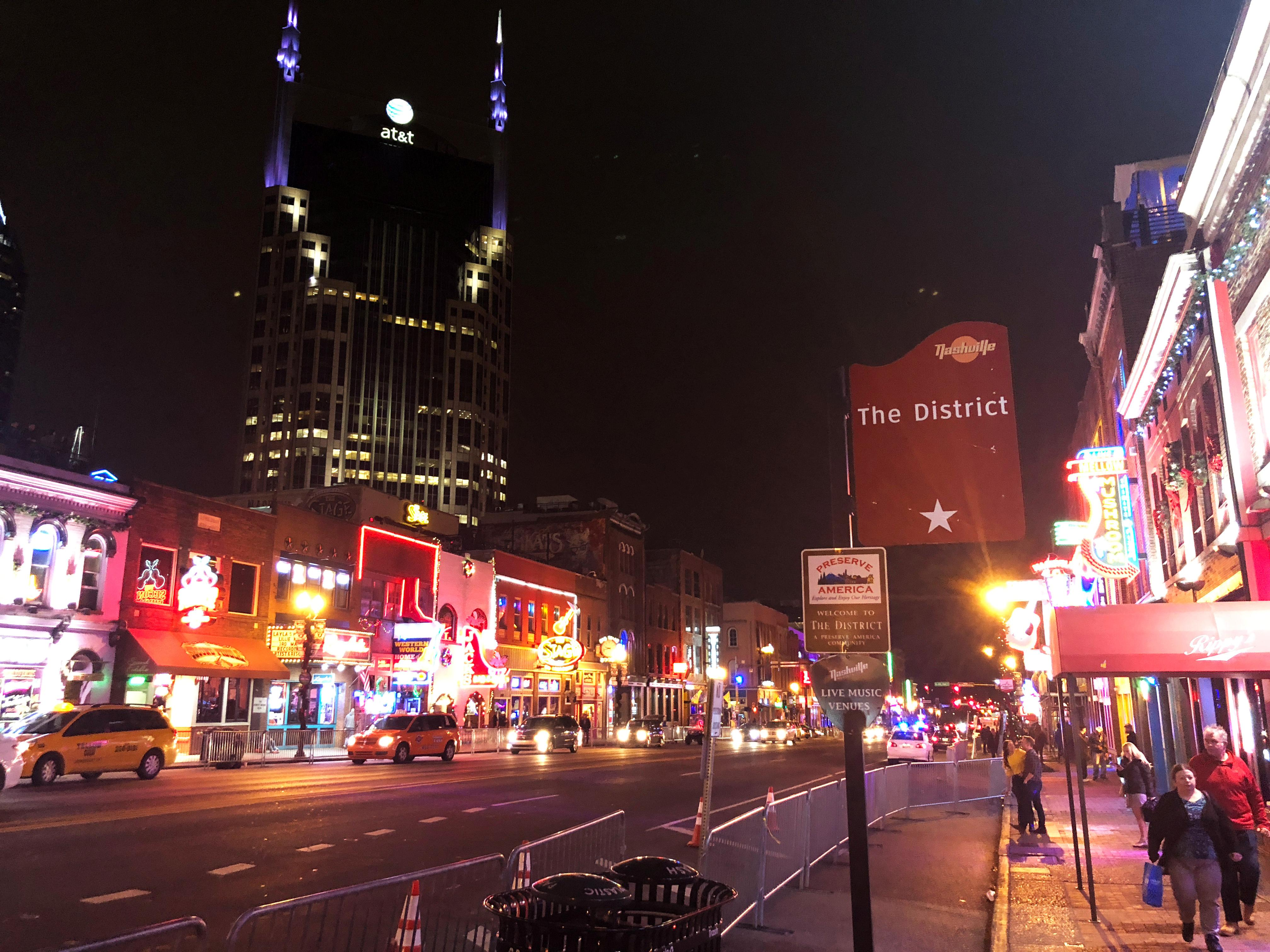 As U.S. 'superstar' cities thrive, weaker ones get left behind