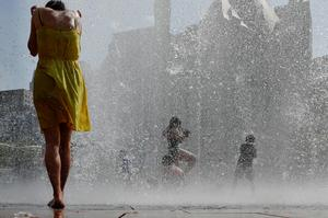Massive heat wave bakes U.S.