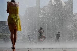 Massive heat wave bakes U.S.