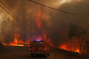 Strong winds reignite wildfires in central Portugal