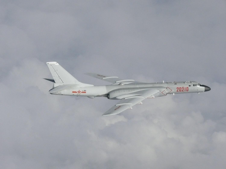 La première patrouille aérienne russo-chinoise en Asie-Pacifique tire des coups de feu de la Corée du Sud