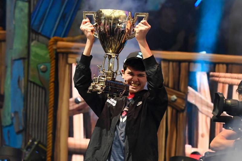Un adolescente gana 3 millones de dólares en un torneo de Fortnite en EEUU