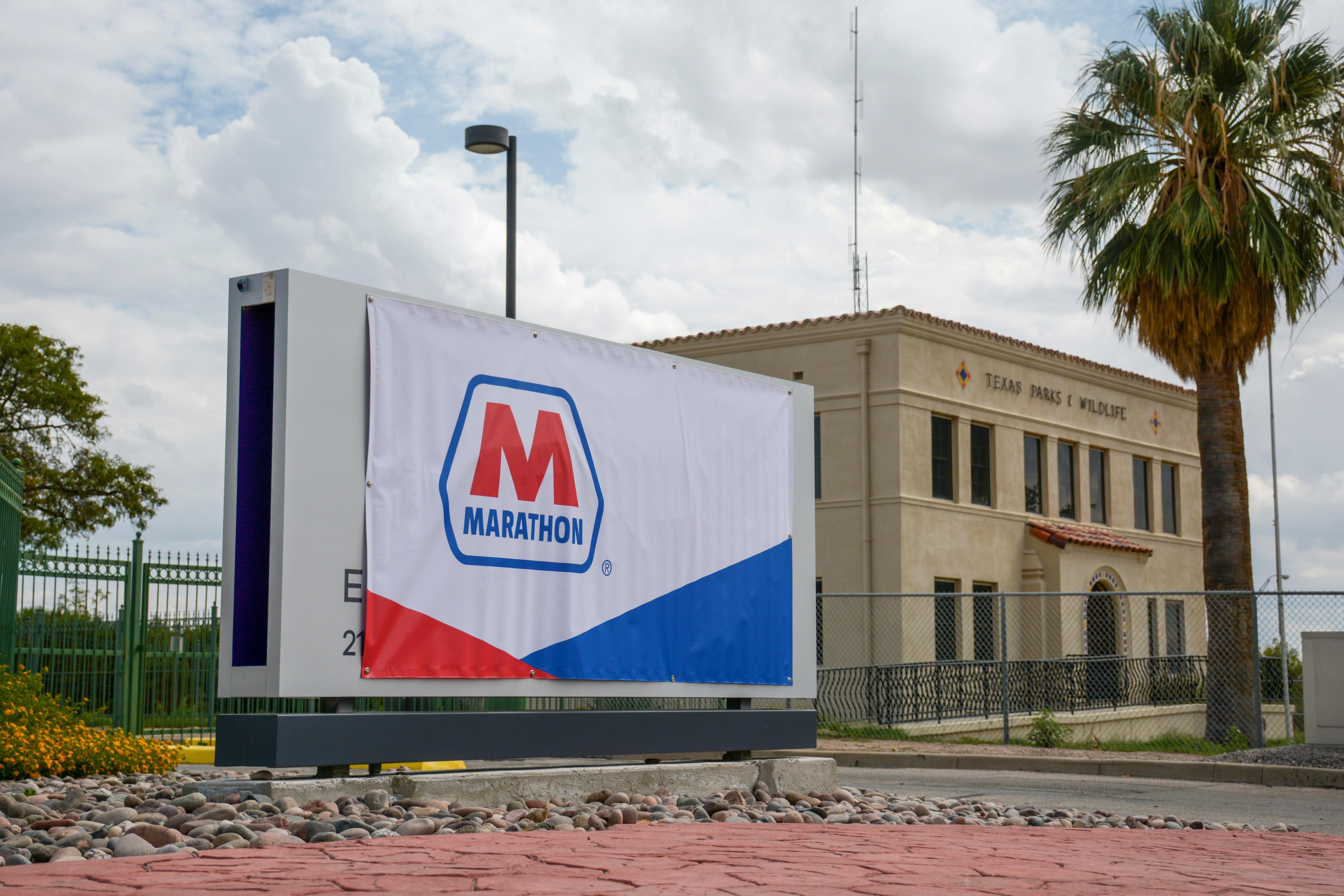 Marathon Petroleum tops estimates on refining beat, retail strength