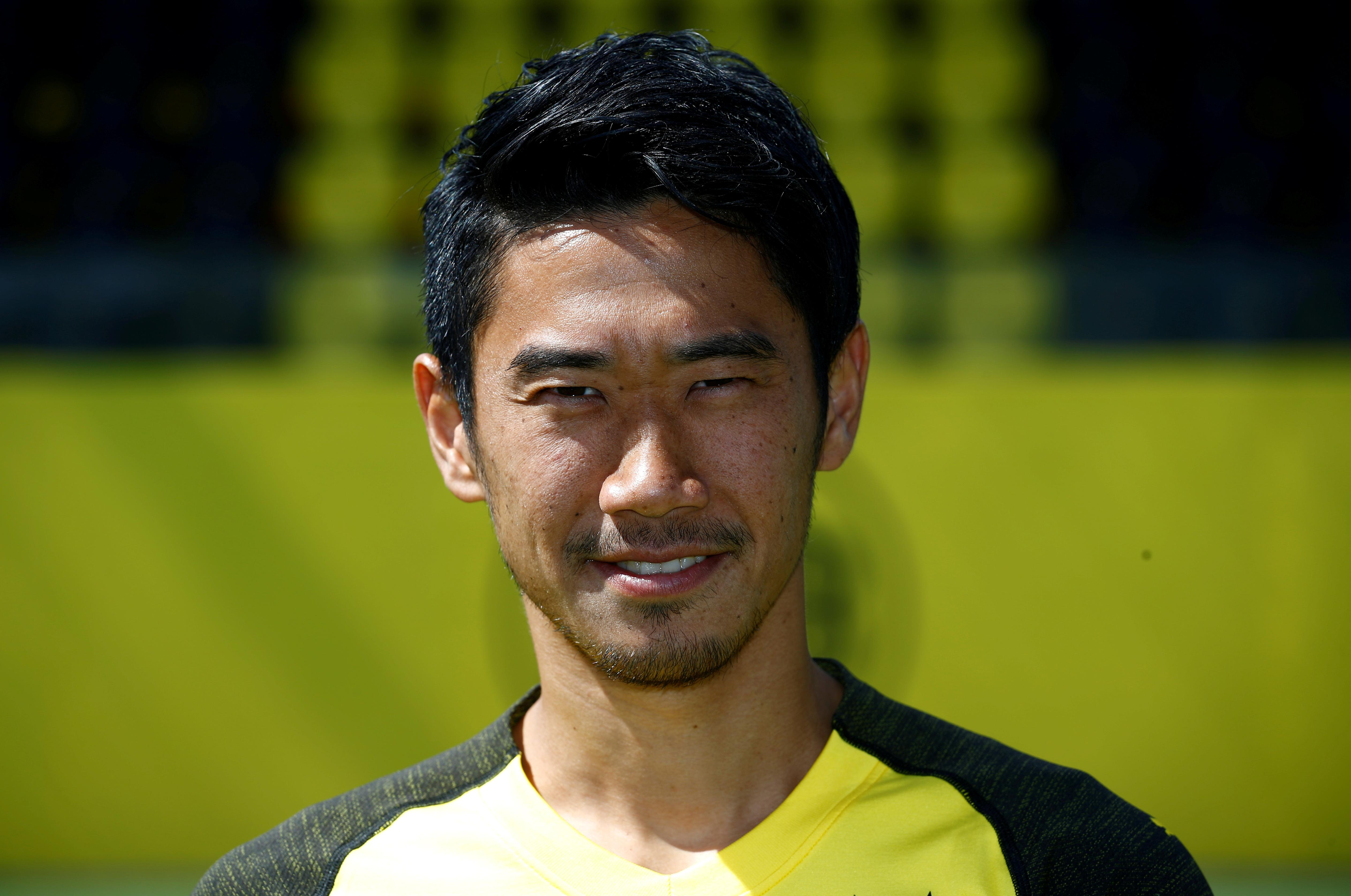 Japan's Kagawa joins Real Zaragoza from Borussia Dortmund