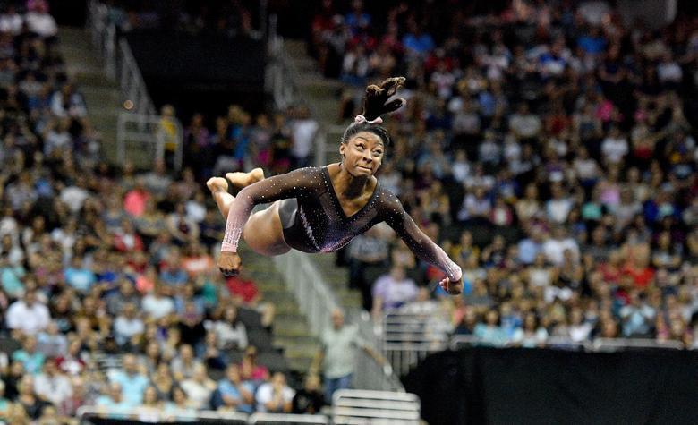 Simone Biles, kat rutinini Kansas City'deki Sprint Center'da yapılan 2019 ABD Jimnastik Şampiyonası sırasında gerçekleştirdi.  Denny Medley-USA TODAY Spor