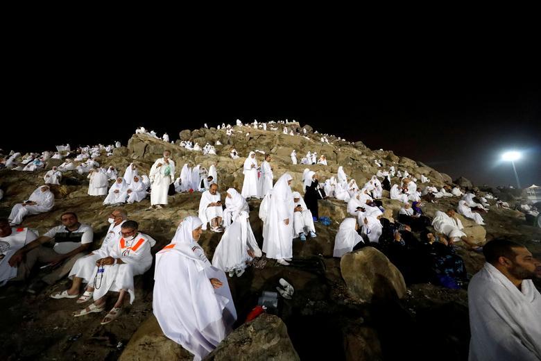 Müslüman hacılar, Suudi Arabistan'ın kutsal kenti dışındaki yıllık hac ziyareti sırasında Arafat'ın ovalarında Merhamet Dağı'nda toplandılar.  REUTERS / Ümit Bektaş