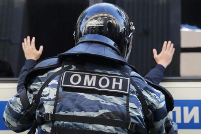 Thousands defy crackdown in Moscow's biggest protest for years