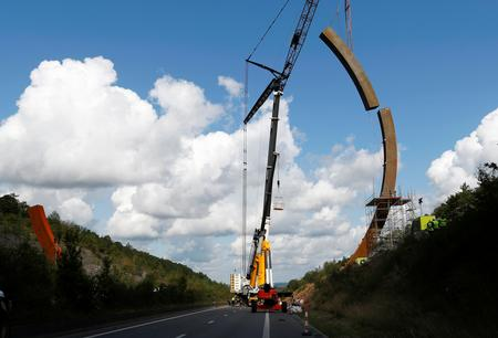 Massive steel sculpture takes pride of place on Belgian highway