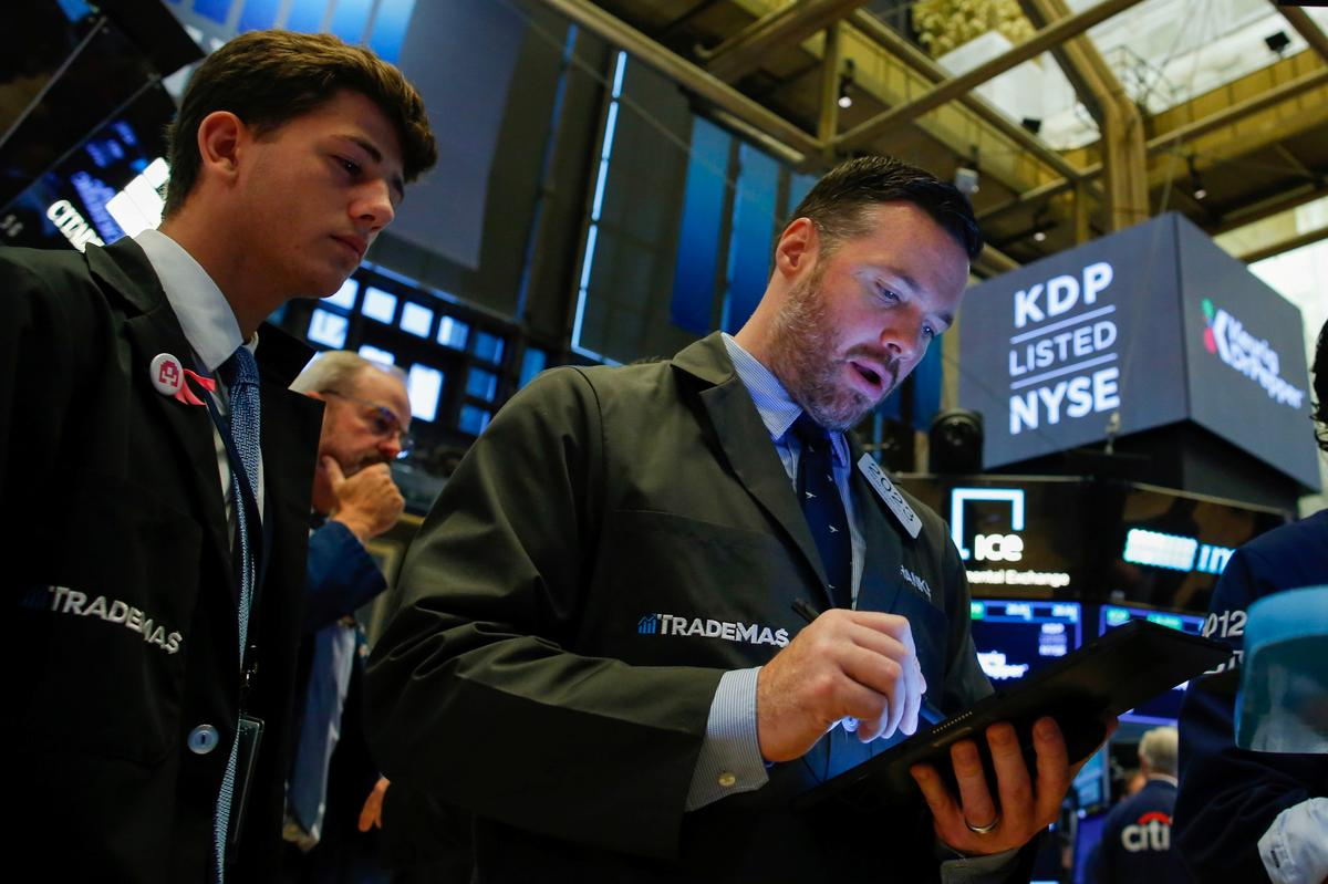 Wall Street tumbles on growing recession fears