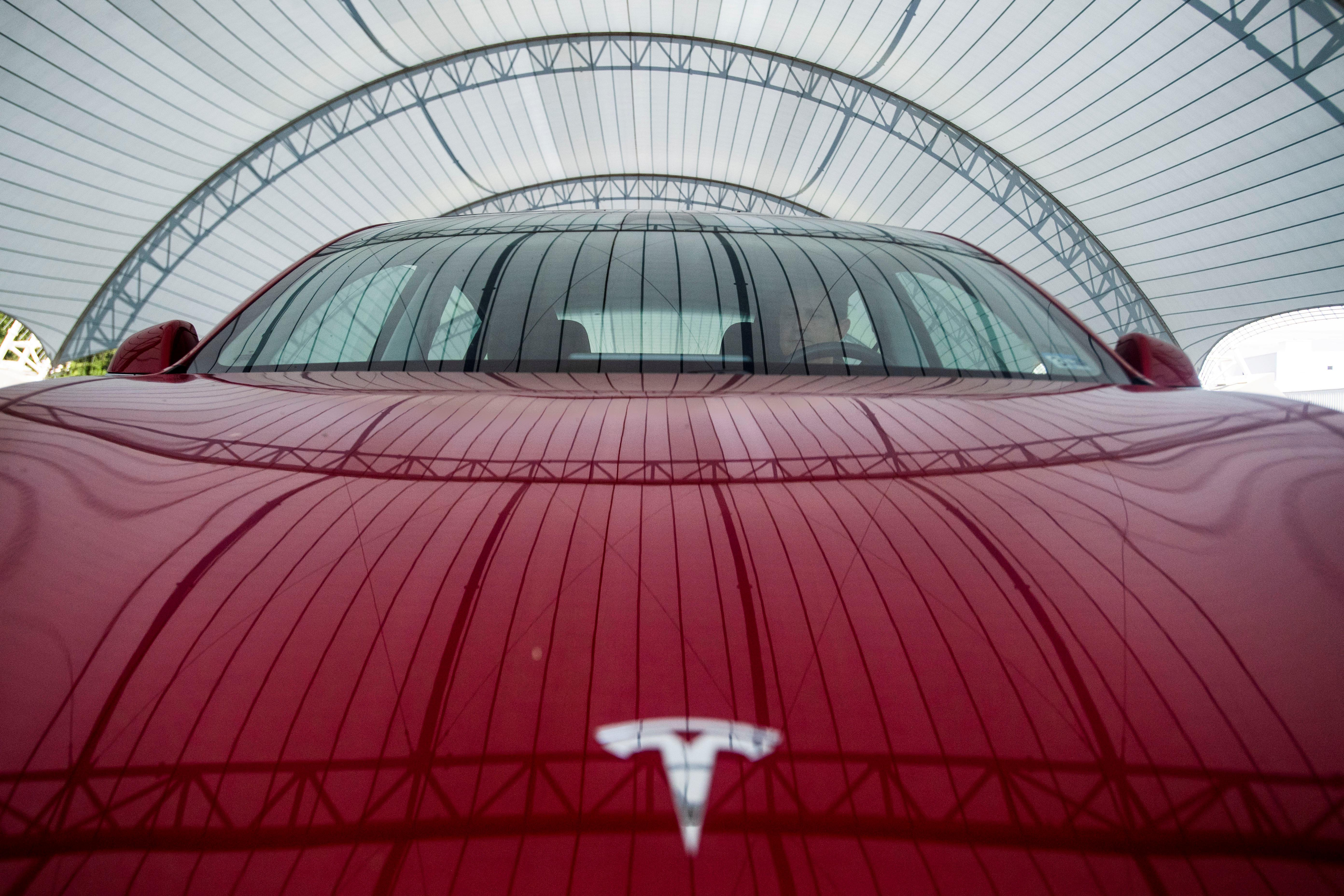 Rental firm walks away from Tesla order after quality dispute