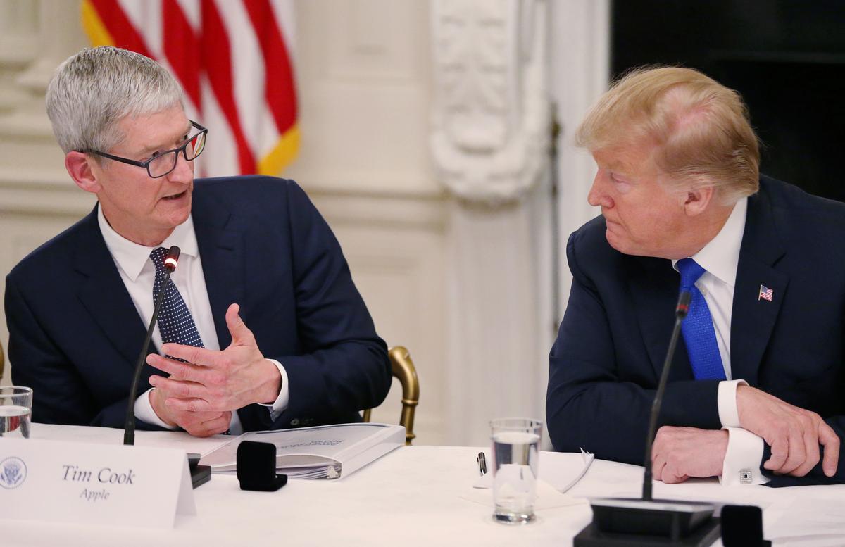 Apple se uitvoerende hoof waarsku Trump oor China-tariewe, Samsung-mededinging