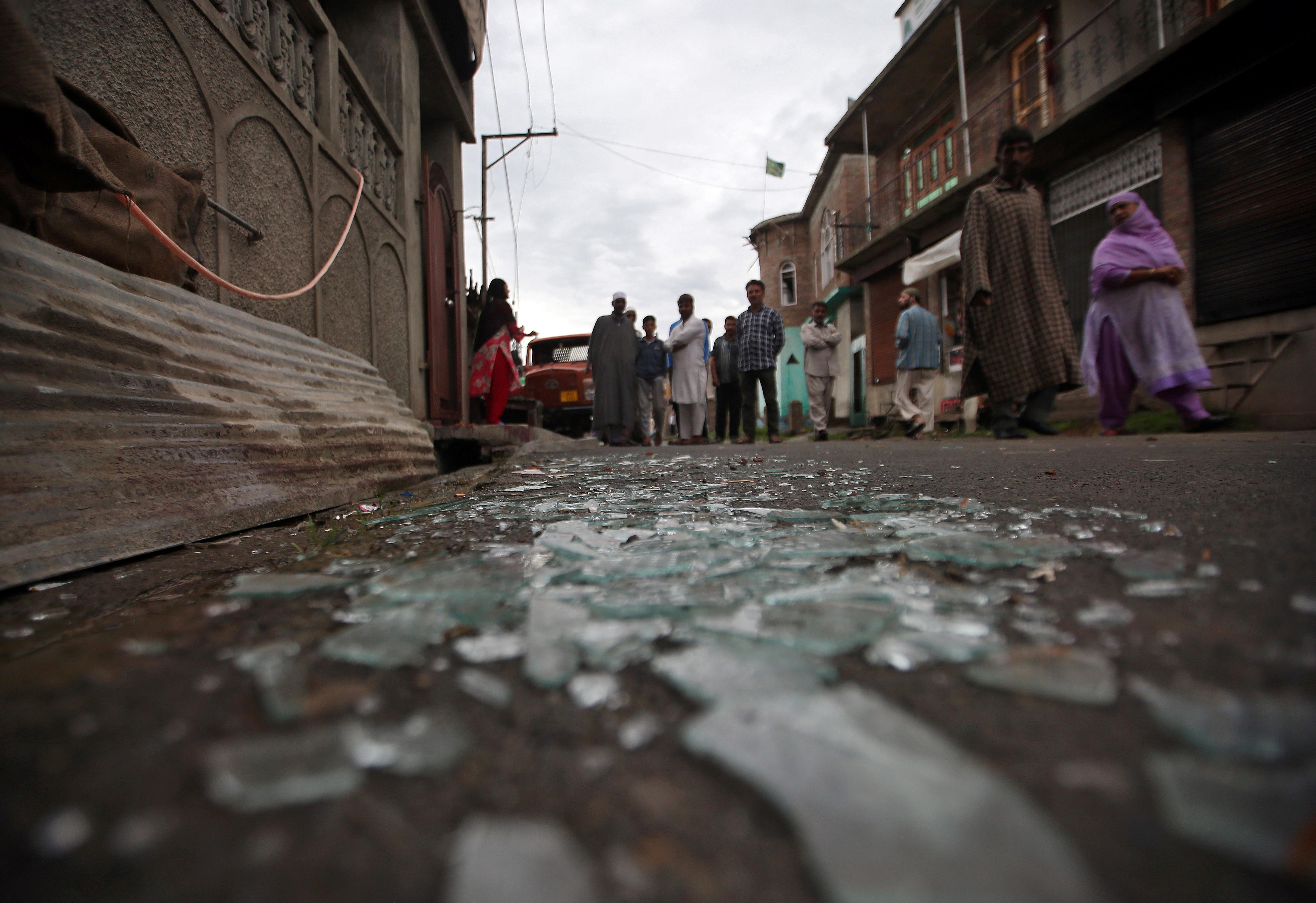 India reimposes some curbs in Kashmir as stone-throwing spreads
