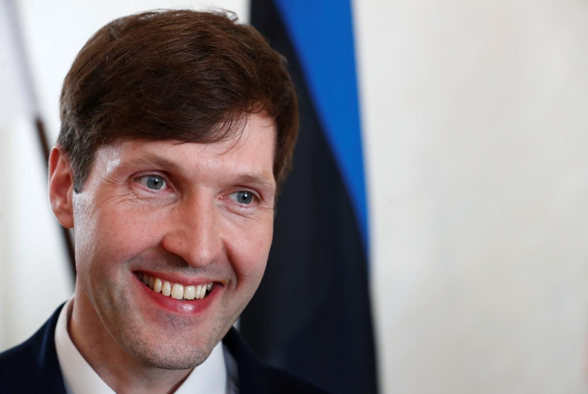 Die president van Estland sê minister van verregse ongeskik vir werk