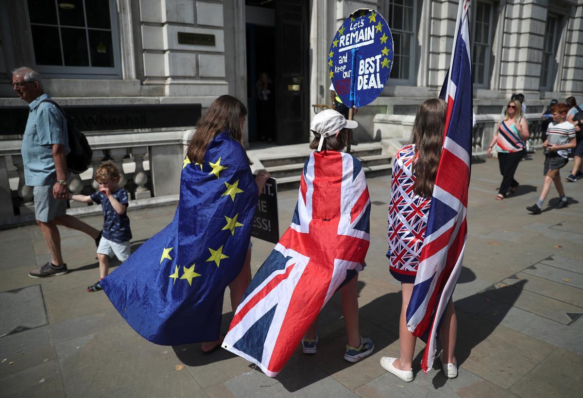 Explainer: 'n Gids vir die Brexit-rugstop, en waarom daar 'n Britse en EU-standpunt is