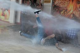 Turkish police use water cannon on Kurdish protesters
