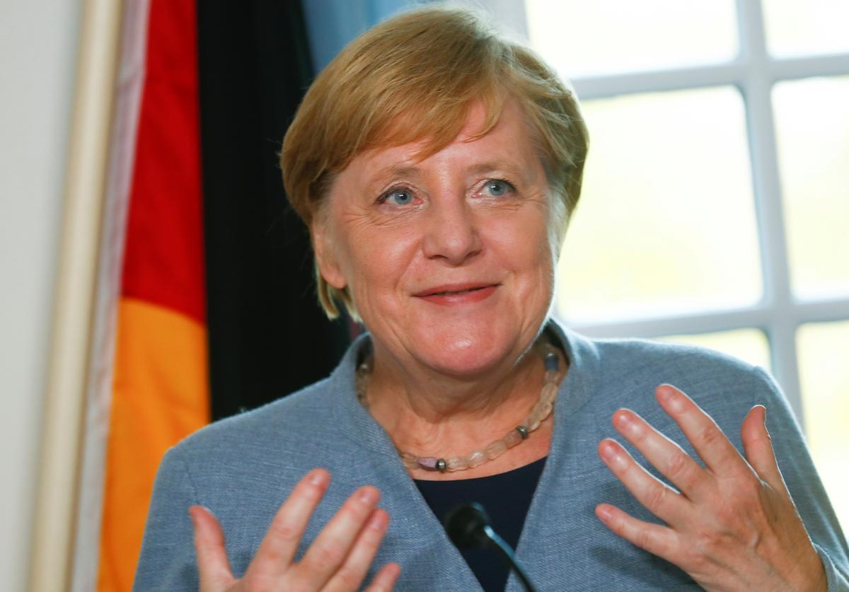 Merkel: Ierse grensoplossing moontlik, maar nie deur die onttrekkingsooreenkoms te heropen nie