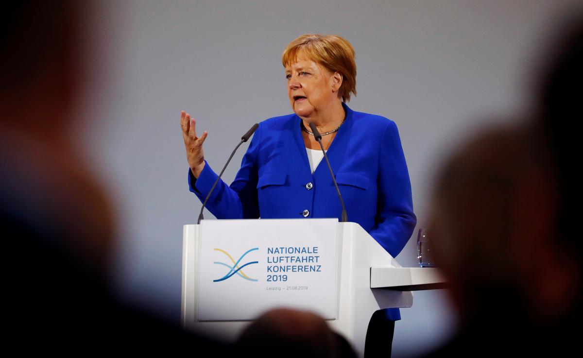 Merkel beoog om die wrywingvrye Brexit saam met die Britse premier te bereken