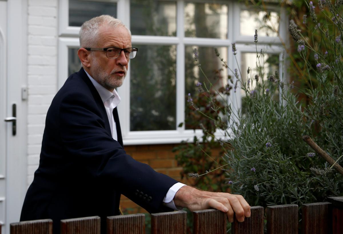 Die Britse Corbyn nooi wetgewers uit om volgende week te vergader om te bespreek hoe Brexit sonder enige ooreenkoms gestaak kan word