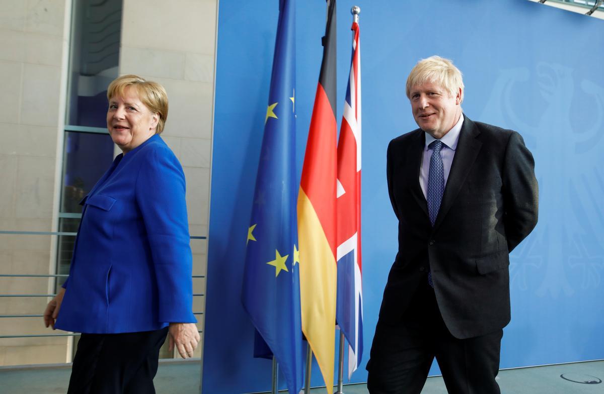 UK, Johnson, sê vir Merkel: Ons wil 'n ooreenkoms hê, maar die EU moet 'n kompromie aangaan